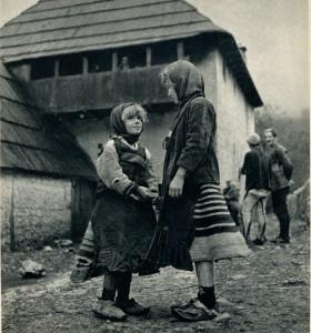 GM047: Two girls of Okol the Shala Valley wearing xhubletas (bell-shaped skirts) (Photo: Giuseppe Massani, 1940).