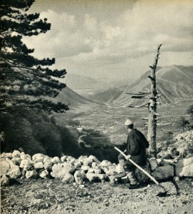 GM080: View of the Dukat Valley south of Vlora, taken from Llogara Pass (Photo: Giuseppe Massani, 1940).
