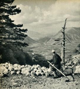 GM080: View of the Dukat Valley south of Vlora, taken from Llogara Pass (Photo: Giuseppe Massani, 1940).