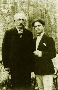 Bajram Curri (majtas) dhe Beqir Valteri (i cili i bëri atentat Zogut më 1924)