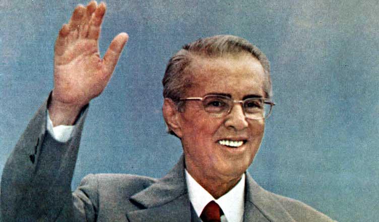 """Prilli i fatit të diktatorëve dhe i """"shenjtorëve"""" të shekullit të 20-të"""