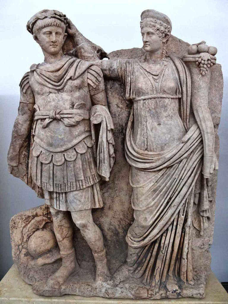Neroni me nenen e tij, Agripina