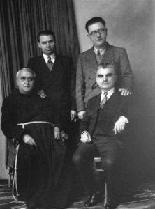 Fotoja legjendare e Kel Marubit: (Nga e majta) Gjergj Fishta, Lasgush Poradeci, Ernest Koliqi, Asdreni, 1930.