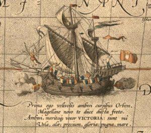 """anije """"Trinidad"""", që peshonte 110 tonë dhe kishte një ekuipazh prej 55 vetash. Ajo drejtohej nga Ferdinand Magelani"""