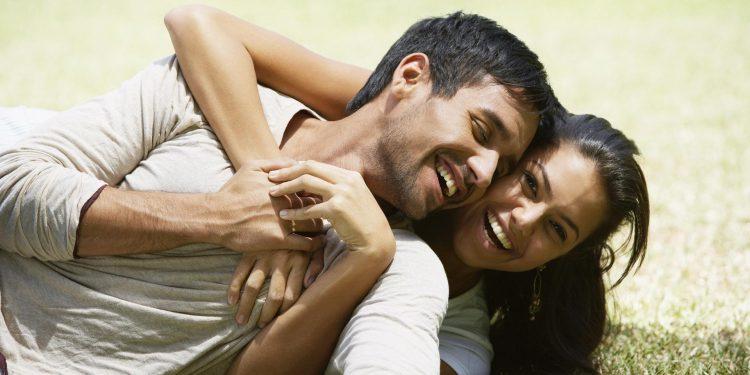 Si i përgjigjet Zhan Zhak Ruso pyetjes: Si mund ta bëj një grua të lumtur një burrë?